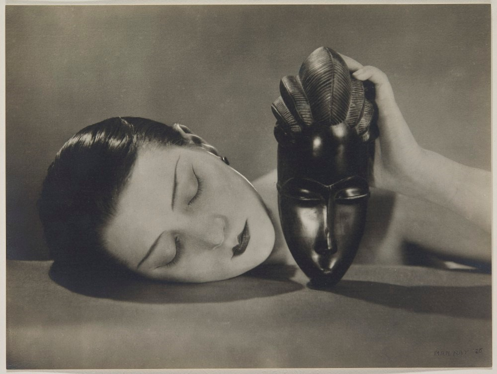"Man Ray's iconic photography ""Noire et Blanche"" on Christie's auction"